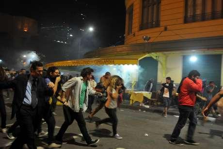 PM usou bombas de gás lacrimogênio contra manifestantes