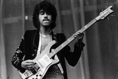 Phil Lynott, baixista, vocalista do Thin Lizzy, até os anos 80