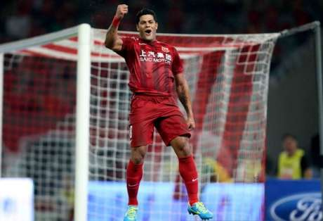 Hulk marcou o segundo gol do Shanghai SIPG na vitória sobre o Shanghai Shenhua (Foto: Reprodução)