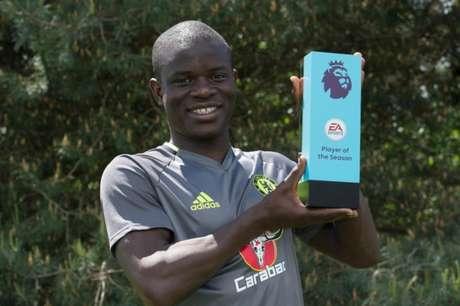 Kanté fatura o prêmio de melhor da temporada (Foto: Divulgação)