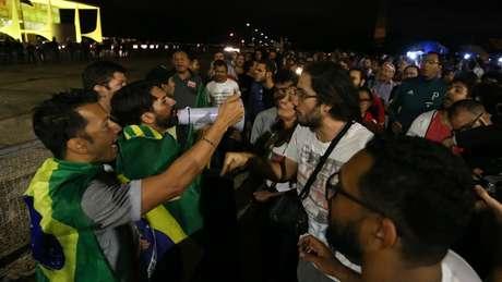Protestos de quinta-feira diante do Palácio do Planalto; para analista, chance de eleição direta é remota
