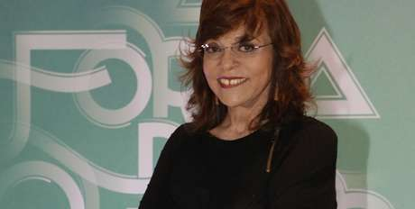 Gloria Perez interage com seguidores no Twitter para explicar a corrupção no Brasil