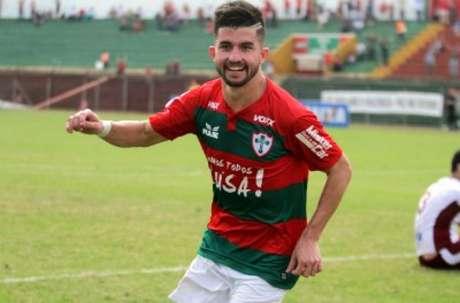 Guilherme Queiroz marcou 12 gols em 19 jogos pela Lusa em 2015 (Foto: Divulgação Portuguesa)