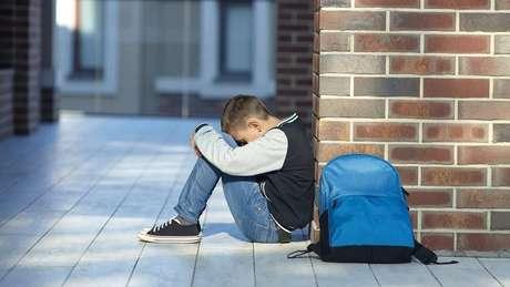 Há crianças que sofrem agressões durante toda a vida escolar e sofrem sozinhas