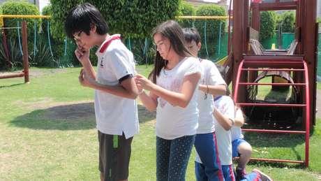 Na América Latina, o método teve algumas alterações, como a inclusão da participação familiar