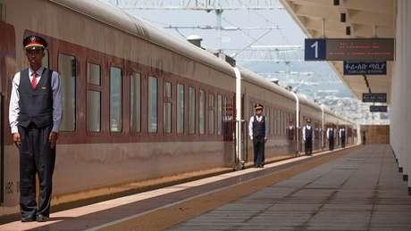 Operada por funcionários chineses, a frota de trem da nova construção da linha que une a capital da Etiópia, Adis Adeba, a Djibuti está ajudando a impulsar a economia de ambos os países