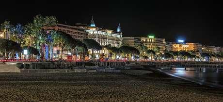 Vista nocturna de Cannes.