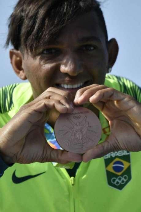 Isaquias conquistou três medalhas na Rio-2016 (Foto: JEFF PACHOUD / AFP)