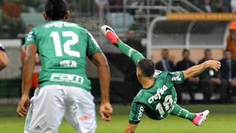 Palmeiras passa algum sufoco, mas vence e se garante em primeiro em seu grupo (Foto: Bruno Ulivieri /Raw Image)