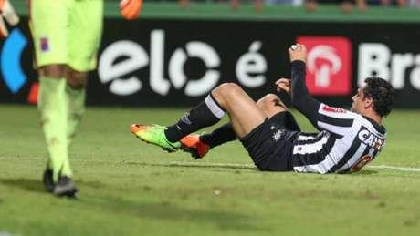 Embora não tenha marcado, Fred foi um dos destaques do Atlético-MG em Curitiba (Foto: Geraldo Bubniak/AGB)