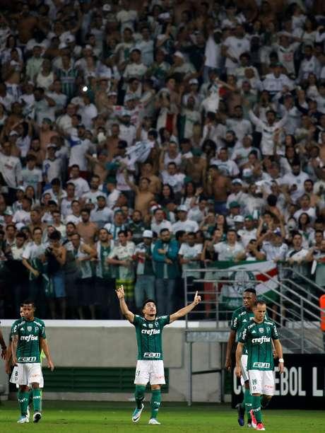 Willian saiu do banco e, mais uma vez, tirou o Palmeiras do sufoco
