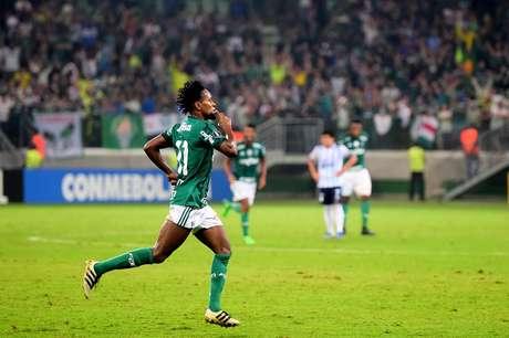 Zé Roberto fechou o placar e tranquilizou os palmeirenses já no final do jogo