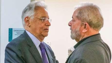 Há relatos na imprensa de que FHC e Lula estejam articulando sucessão a Temer, mas não conversando diretamente