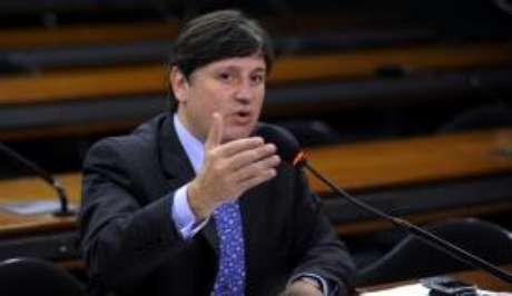 O deputado afastado Rodrigo Rocha Loures foi filmado pela PF recebendo a mala, que, segundo as investigações, continha R$ 500 mil, e foi enviada pelo empresário Joesley Batista, dono da JBS.