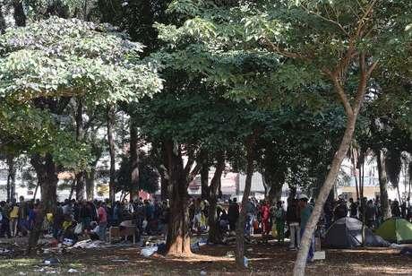 São Paulo - Usuários de drogas se concentram na Praça Princesa Isabel, após ações de desocupação da Cracolândia ()