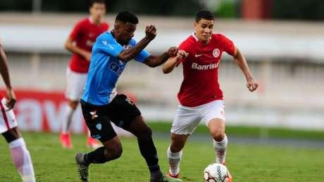Guto Ferreira desconversa sobre interesse do Inter: 'Pensamento é o Bahia'