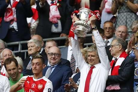 Arsène Wenger terá R$ 419 milhões para gastar em reforços no Arsenal