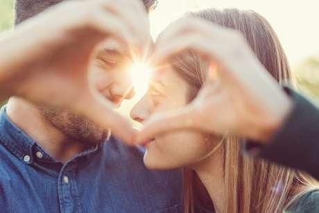 Faça afirmações positivas para atrair o seu amor