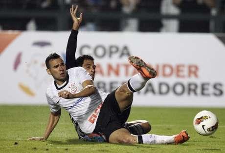 Zagueiro trabalhou com o treinador no Corinthians entre 2010 e 2012. Carille era auxiliar (Foto: Arquivo/LANCE!)
