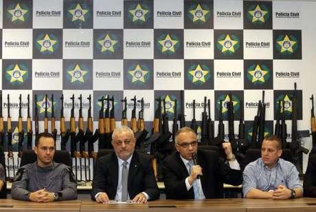 Coletiva do secretário de Segurança do estado do Rio, Carlos Leba, após apreensão de 60 fuzis no aeroporto Tom Jobim
