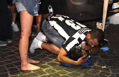 Debandada na final da Liga dos Campeões provoca mais de mil feridos