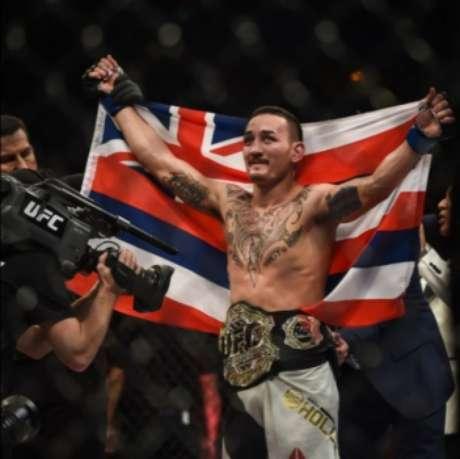 Holloway é o novo campeão dos penas (Foto: Marcos Furtado / FlashSport)