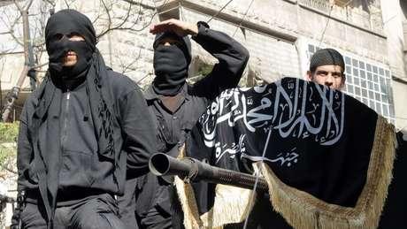 Combatentes da Frente Al-Nusra, braço do EI na Síria, em foto de arquivo