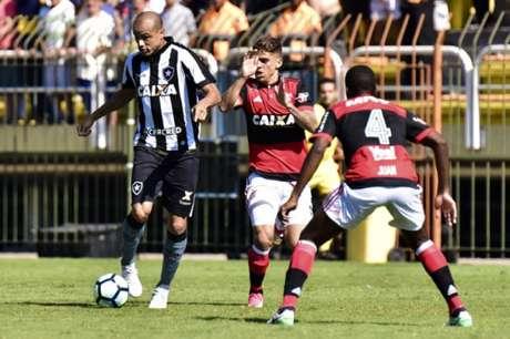 Diego já projeta companhia de Conca no meio-campo do Flamengo