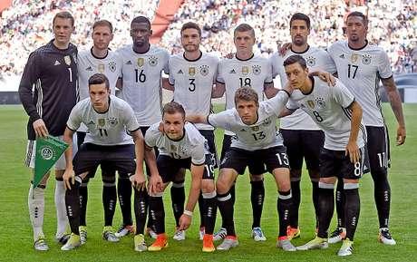 Una experimental Alemania logró empate casi agónico en Dinamarca