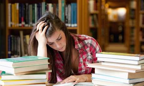 O Programa Universidade para Todos (ProUni) oferece bolsas de estudos em faculdades particulares para estudantes de baixa renda.
