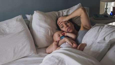 Mãe acorda com bebê dormindo