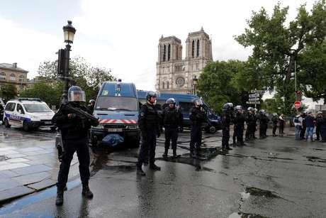 Policiamento foi registrado na região da Catedral de Notre Dame, em Paris