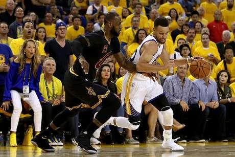 Cleveland sigue con vida y LeBron James superó a Michael Jordan