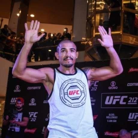 José Aldo interage com os fãs em treino aberto do UFC Rio