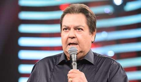 Em mais um desabafo político, Fausto Silva critica