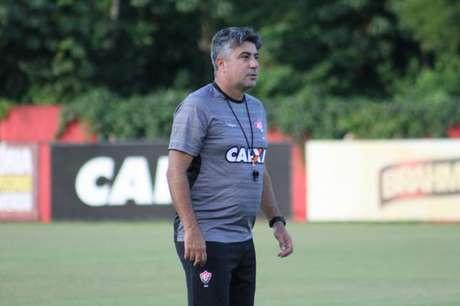 Treinador do Vitória prega  erro zero  para confronto com o Botafogo c2e7304caf423