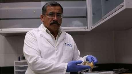 Alejandro Hernández trabalha nas investigações nas horas vagas