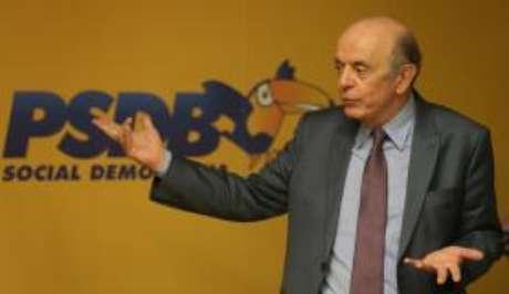 Senador José Serra durante reunião da Executiva Nacional do PSDB
