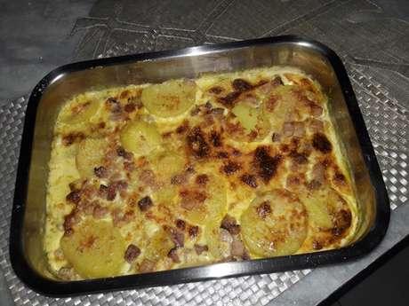 Batatas gratinadas ao molho de nata e bacon