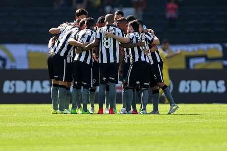 Botafogo abre vantagem de dois gols, mas cede empate ao Vitória