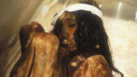 A múmia Juanita é um corpo muito bem preservado de uma menina inca; acredita-se que ela morreu entre 1450 e 1480, quando tinha entre 12 e 13 anos