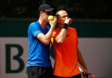 Jamie Murray (esq.) e Bruno Soares