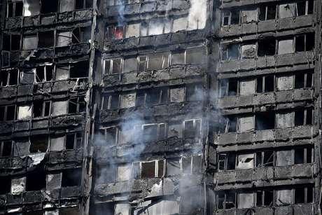 Fogo destruiu o prédio de 27 andares