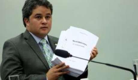 Líder do DEM, Efraim Filho concorda com proposta de rapidez de Rodrigo Maia