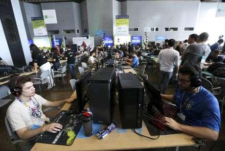 Profissionais e entusiastas da tecnologia participam da Campus Party em Brasília