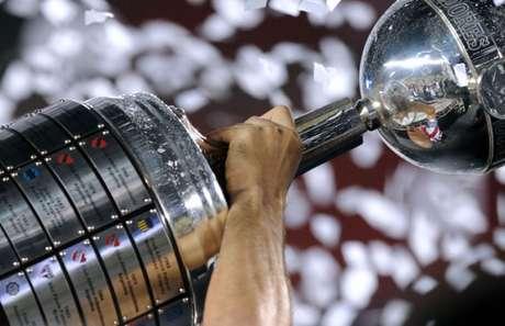 Agora, 16 equipes buscam o título da Libertadores (Foto: AFP)