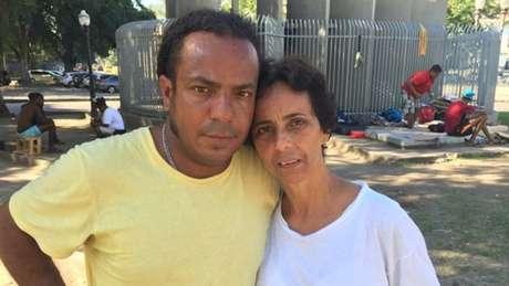 Jorge (ao lado da mulher, Silvia) nunca tinha se imaginado morando na rua, mas dificuldade em conseguir trabalho o deixou sem opções
