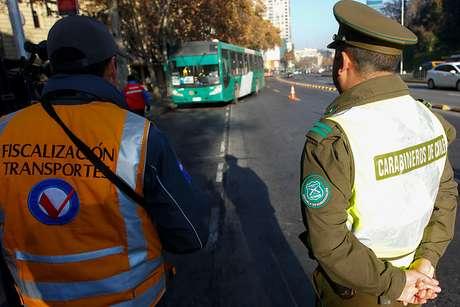 En riesgo vital fiscalizadora del Transantiago tras incidente con joven evasor