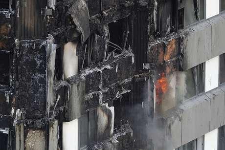 Al menos 30 muertos y 76 desaparecidos por el incendio en Londres