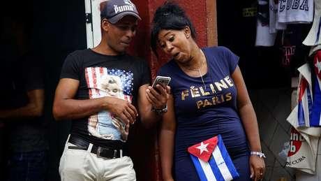 Vendedores cubanos em Havana